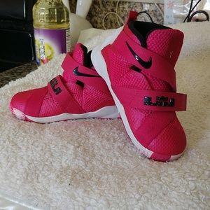 Kids size 7 Nike lebron soldier IX breast cancer